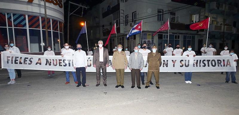 Raúl y Díaz-Canel, en simbólico encuentro de luz por Cuba (+Audio y Foto)