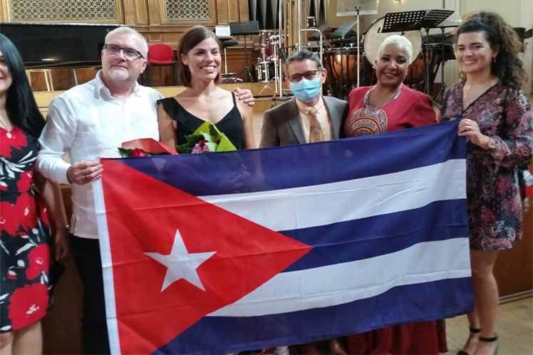 Soprano cubana concluye con éxito estudios superiores en Italia