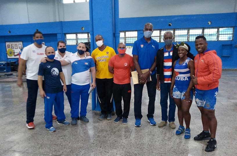 Intensifican pesistas cubanos su preparación con la mira puesta en Tokio