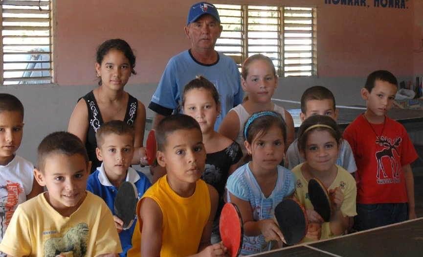 Elio Aguiar Abreu ha dedicado más de 40 años a la enseñanza del tenis de mesa