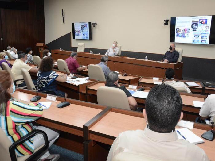 Intercambia Presidente cubano con directivos, científicos y académicos del deporte (+Audio)