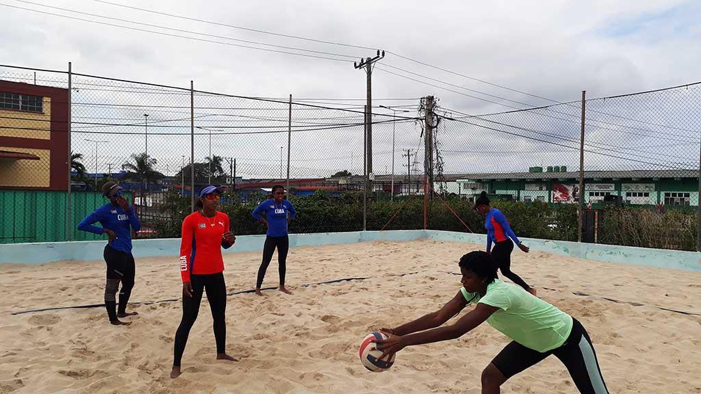 Cumplen voleibolistas de playa medidas de bioseguridad (+Audio)