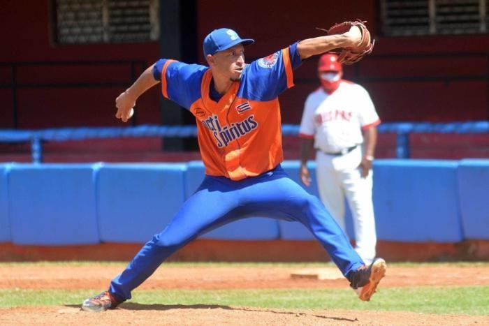Yuen Socarrás, primer pelotero cubano contratado para jugar en la Liga Dominicana