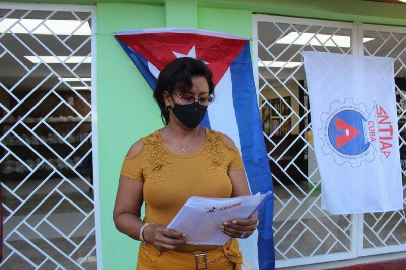 Adis León Acosta, Secretaria General del Buró Sindical en la Empresa de Alimentos Santiago