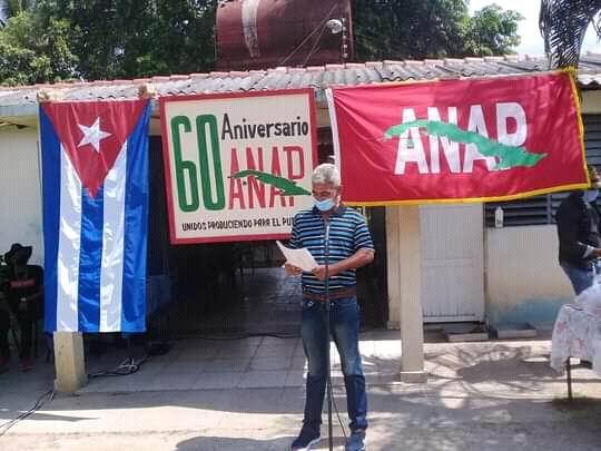 Estimulan a campesinos de Manzanillo