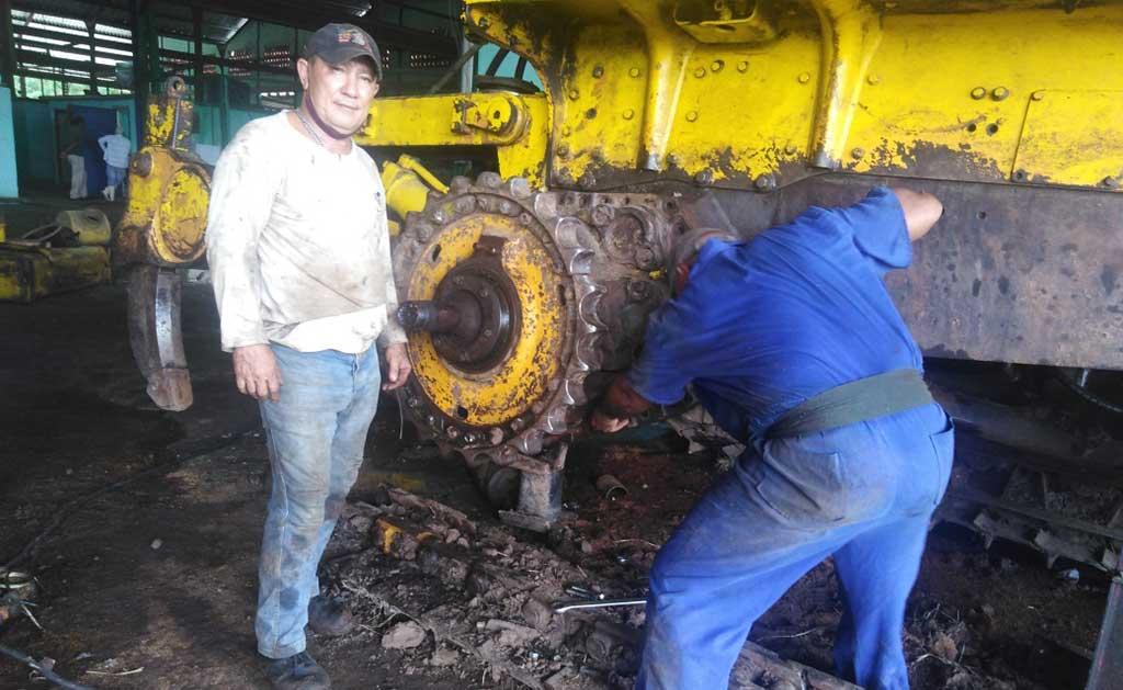 Los trabajadores de Azutecnia aseguran buena parte de las reparaciones de la zafra (+Audio)