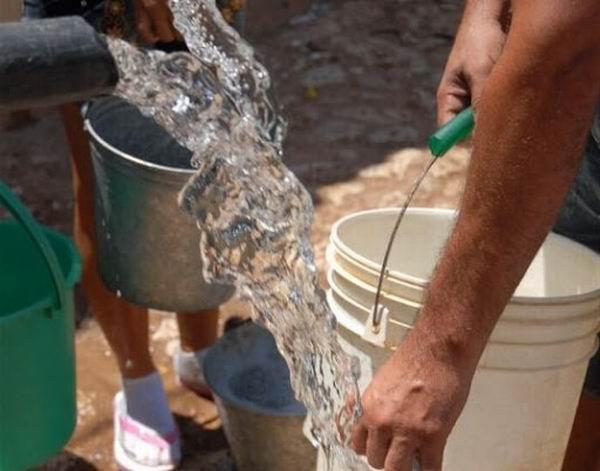 Cuando falta el servicio de agua por las redes, las pipas son gratuitas