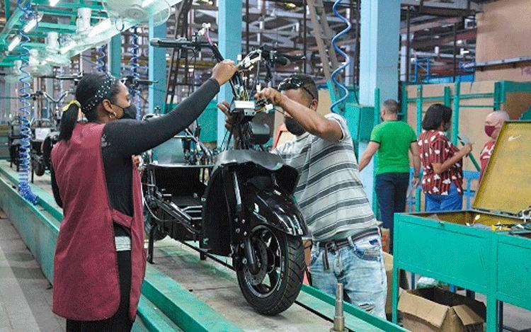 Cuba fabricará 10 mil bicicletas eléctricas en 2021 (+Video)
