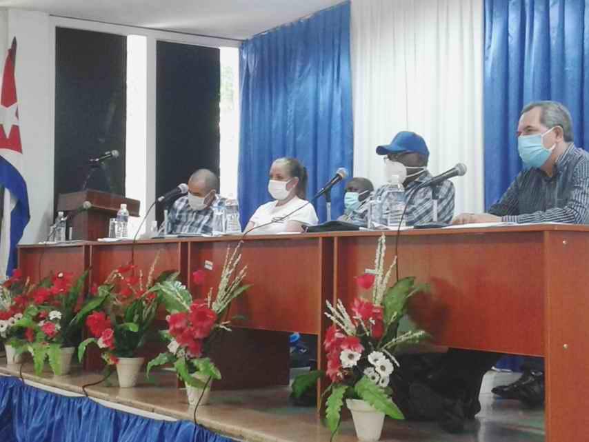 Evalúa Salvador Valdés Programa de Autoabastecimiento Municipal en Cienfuegos