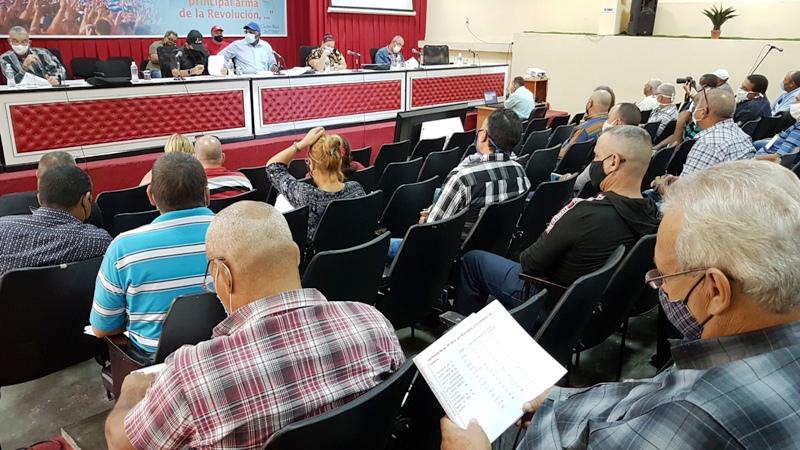 Chequea Vicepresidente cubano programas alimentarios en Camagüey