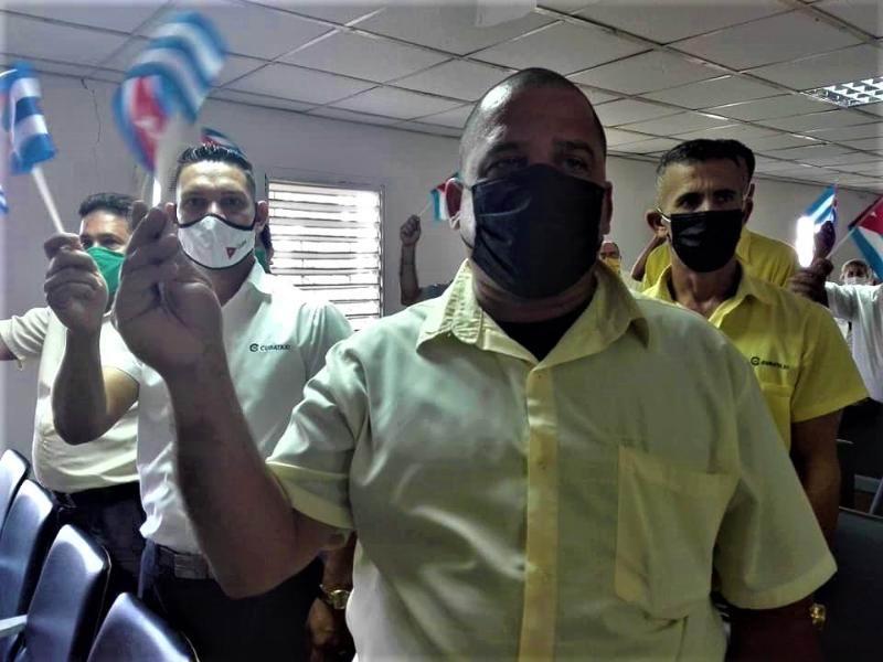 CubaTaxis en Holguín: Vanguardias, con V de valientes