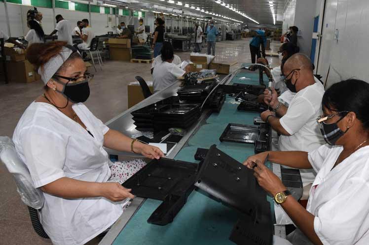 Muestran severas afectaciones que provoca el Bloqueo de Estados Unidos en el sector industrial