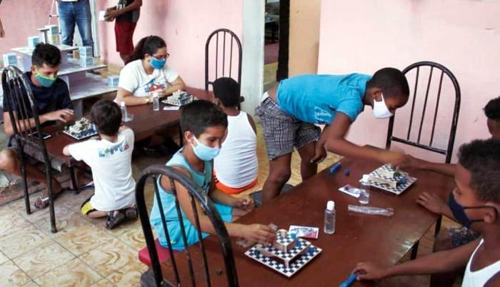 CIMA, un juego de mesa cien por ciento cubano creado por un grupo de jóvenes, de la barriada de Parraga en el municipio Arroyo Naranjo