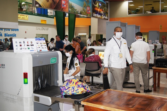 Aduana de Cuba aclara dudas sobre suspensión de pagos en USD por servicios
