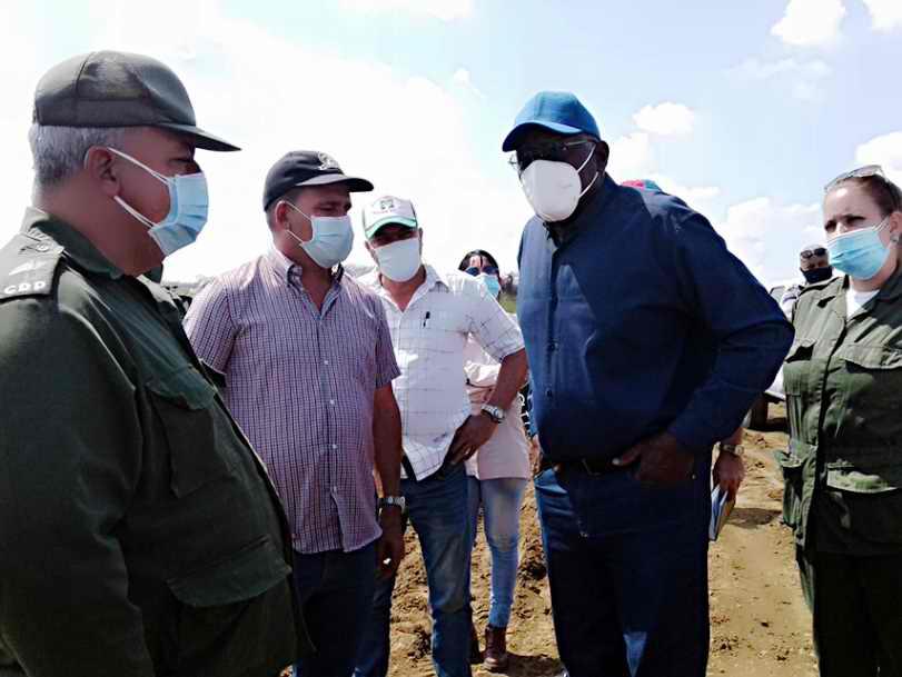 Chequea Valdés Mesa en Cienfuegos avances del Autoabastecimiento Municipal
