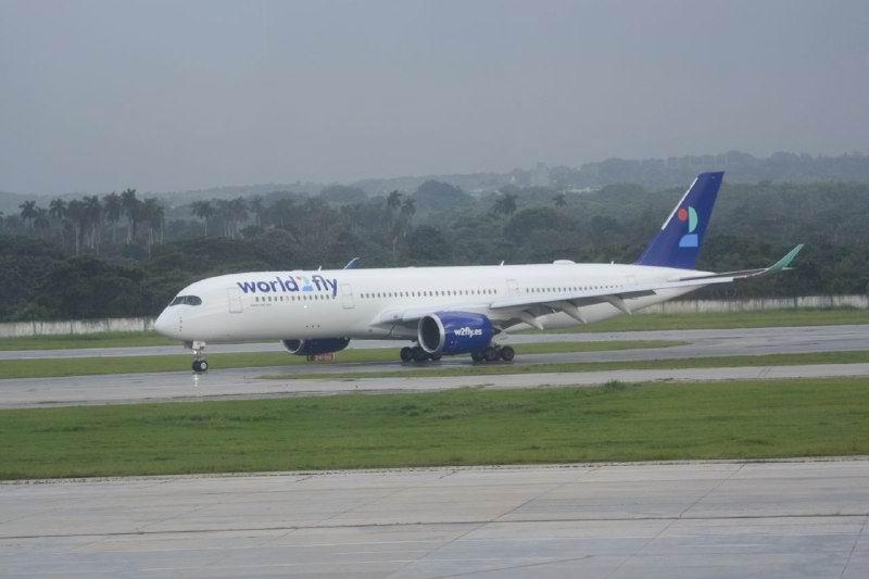 Reciben en La Habana vuelo inaugural de la aerolínea española World2Fly