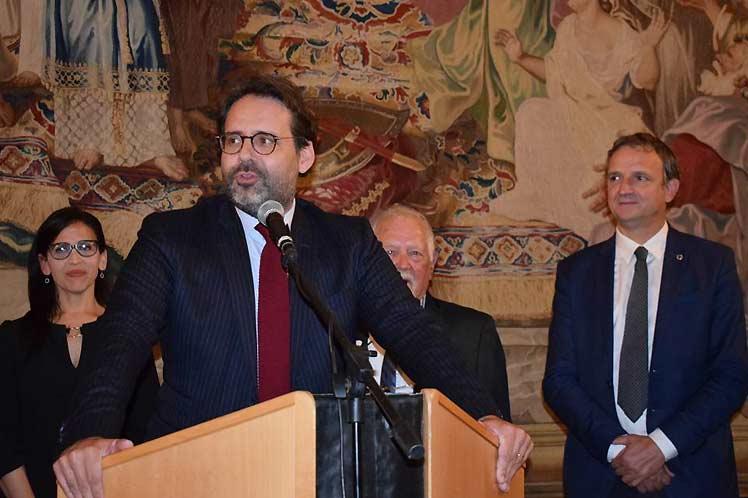 Llaman en Francia a mayores acciones contra el bloqueo a Cuba