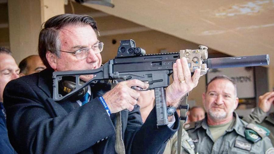 Alerta en Brasil tras flexibilizar el presidente por decreto el uso de armas