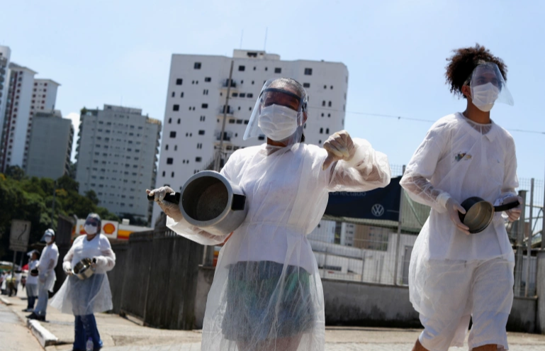 Brazilians bang pots in protest as 2,500 more die of COVID-19