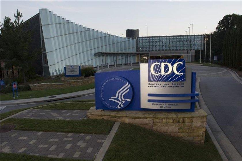 Enfrentan nuevo obstáculo campañas de vacunación contra la COVID-19 en EE.UU. y Europa