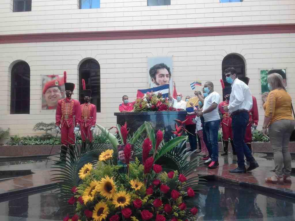 Cubanos en Venezuela honran a Chávez