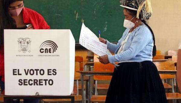CNE de Ecuador no aprueba recuento de votos de la primera vuelta de las elecciones presidenciales