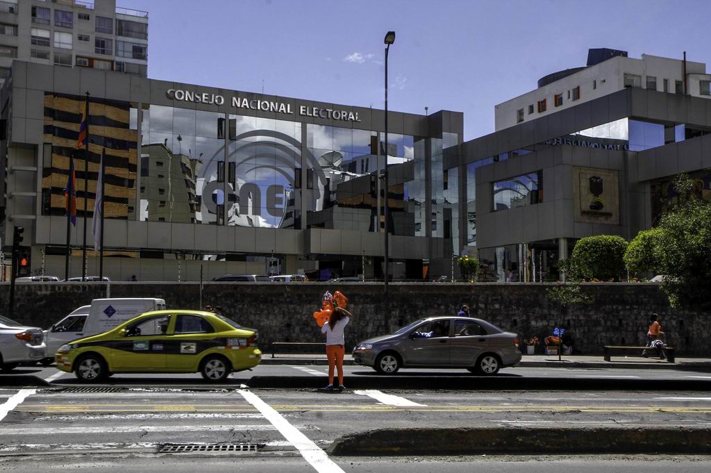Consejo Electoral de Ecuador dispone mínimo recuento de votos