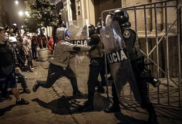 Fiscalía en Perú abre investigación por agresiones en marcha de la derecha fujimorista