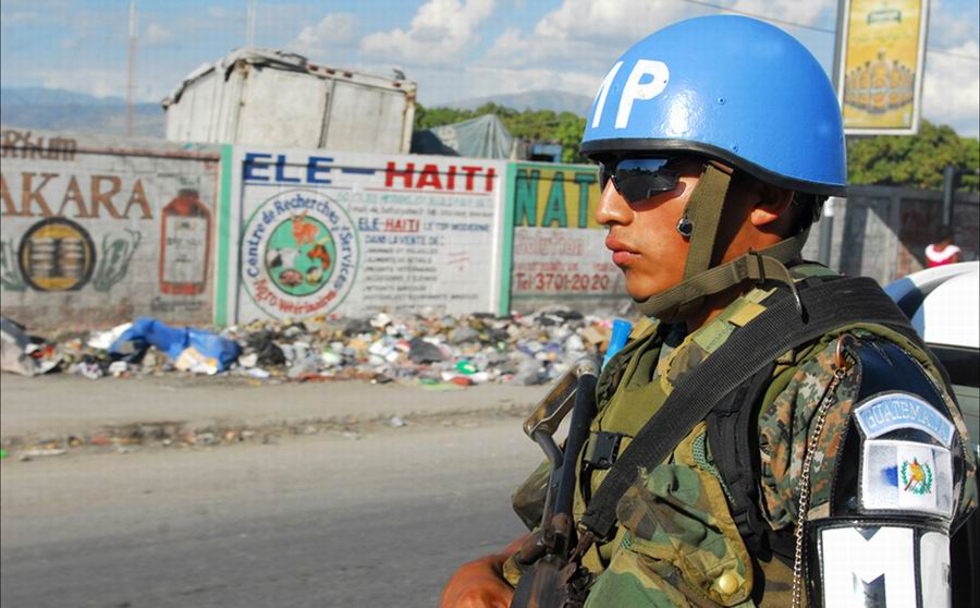 la intervención de Haití en 2004 comenzó con apariencia humanitaria y acabó con un componente militar