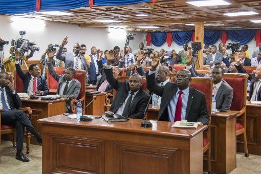 Se agrava lucha por el poder en Haití