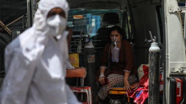 Impone la India récord mundial de contagios diarios por la COVID-19