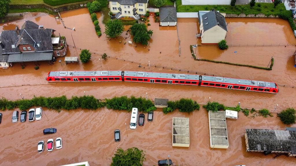 Más de 90 muertos por fuertes tormentas que siguen causando estragos al oeste de Alemania
