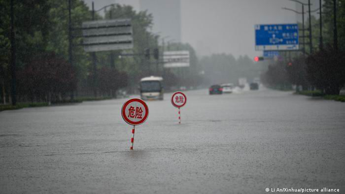 Graves inundaciones en el centro de China dejan al menos doce muertos