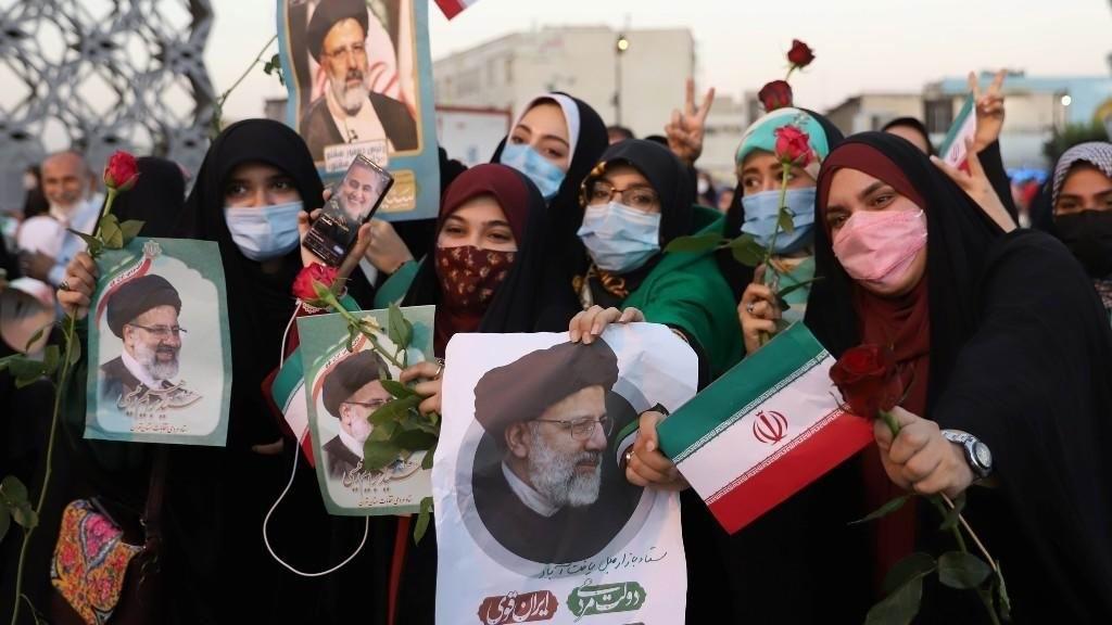 Raisi toma juramento como nuevo presidente de Irán