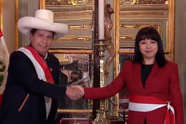 Nuevo gabinete en Perú tras una jornada de crisis política (+Video)