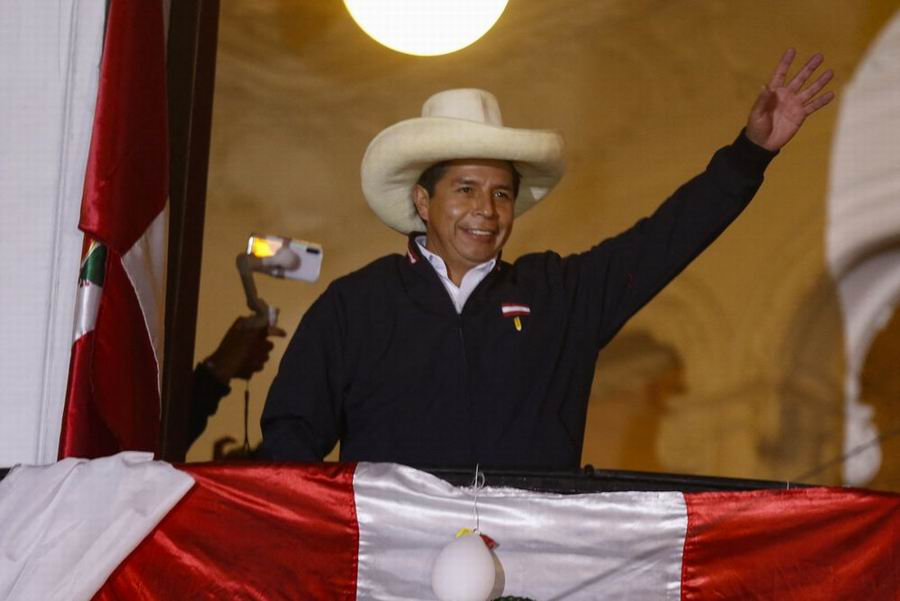 Pedro Castillo asumirá hoy la presidencia de Perú