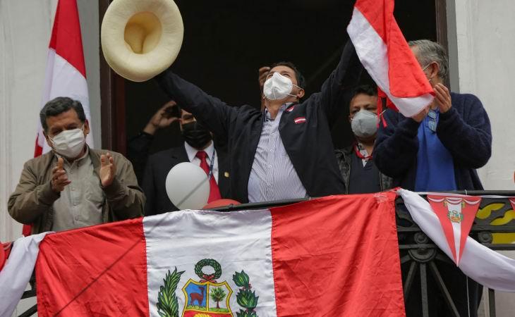 Castillo encabeza presidenciales en Perú con más del 99 porciento de actas escrutadas