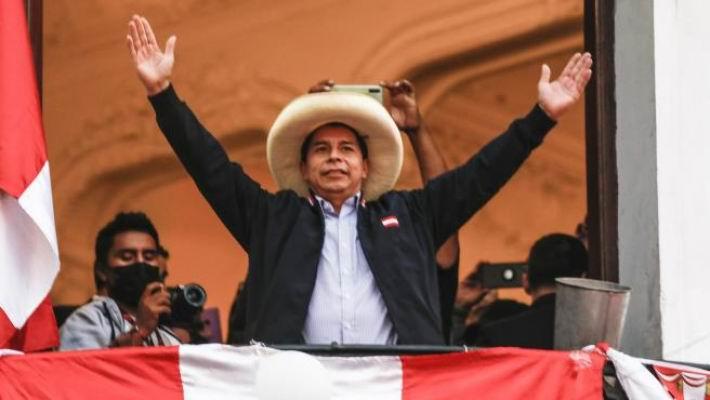 Castillo encabeza presidenciales en Perú con más del 99 porciento de actas escru