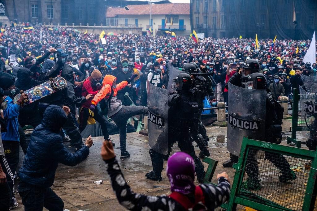 Colombia vive nueva noche de represión policial