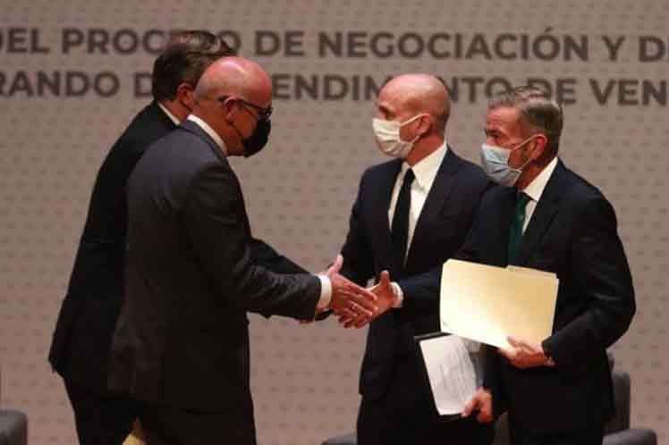 Gobierno y oposición de Venezuela reanudan diálogo en México