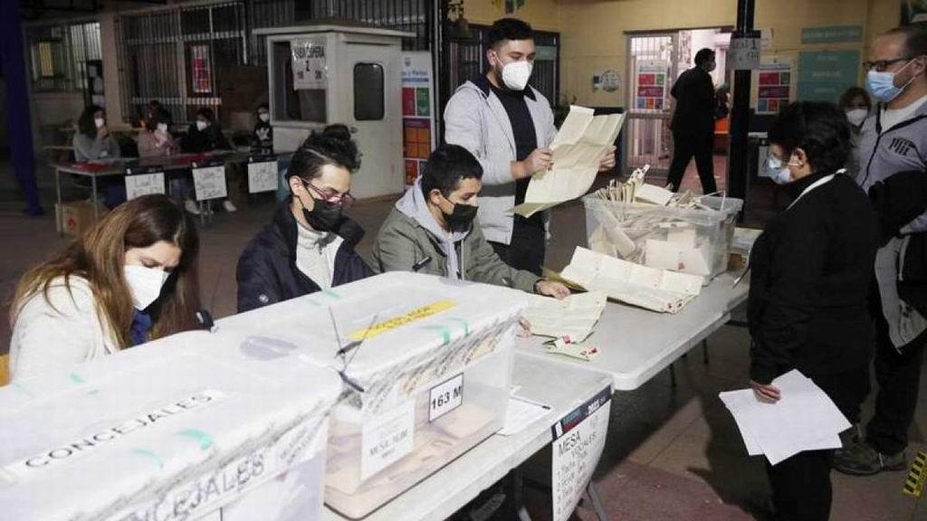 Candidatos independientes y opositores dominan la Asamblea Constituyente en Chile