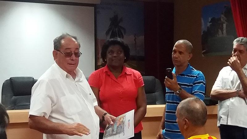 Encuentro con el Primer Secretario del Partido en Santiago de Cuba, Lázaro Fernando Expósito Canto. Foto Mabel peña