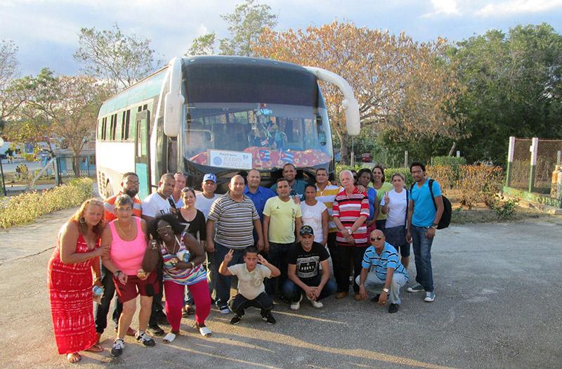 Trabajadores Vanguardias de Radio Rebelde rumbo a las provincias orientales. Foto: Yirian García