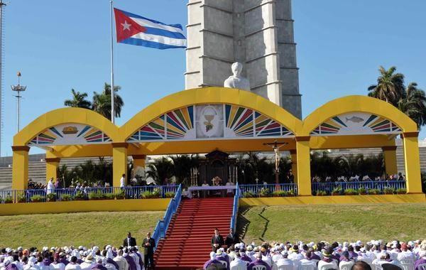 Papa Benedicto XVI oficia la Santa Misa, en la Plaza de la Revolución José Martí, en La Habana, Cuba, el 27 de marzo de 2012. Foto: Marcelino Vázquez Hernández