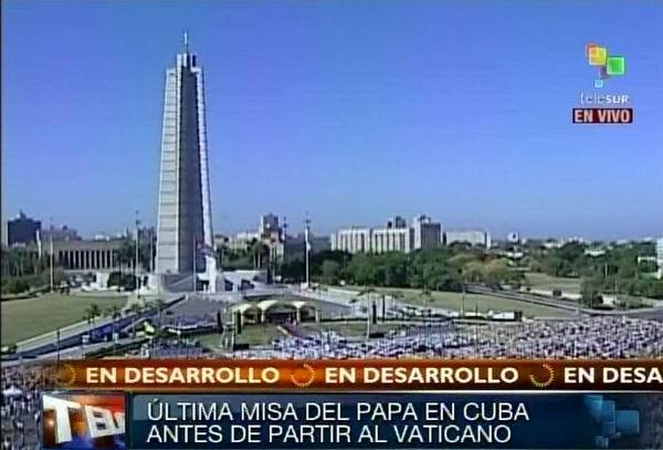 Benedicto XVI llega a la Plaza de la Revolución de La Habana, Cuba. Foto Radio Rebelde/Telesur