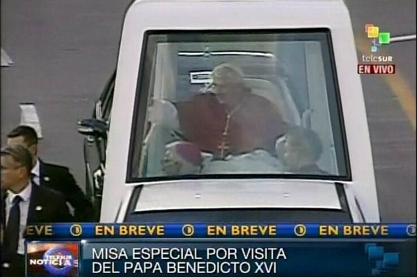 Sumo Pontífice Benedicto XVI llega a la Plaza de la Revolución Antonio Maceo en Santiago de Cuba. Foto: TeleSUR / Radio Rebelde