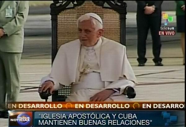 El Papa Benedicto XVI llega a Santiago de Cuba este 26 de marzo de 2012. Foto: TeleSUR / Radio Rebelde