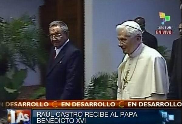 Raúl Castro recibe a Benedicto XVI