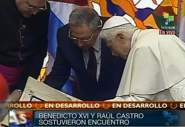 Su Santidad Benedicto XVI y Raúl valoran el facsímil de la Geographia Ptolomeo