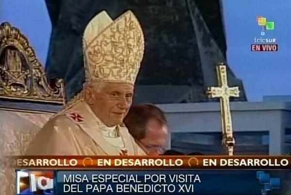 Santidad Benedicto XVI oficia Santa Misa por el 400 aniversario del hallazgo de la imagen de la Virgen de la Caridad del Cobre en la Plaza Antonio Maceo de Santiago de Cuba. Foto: TeleSUR / Radio Rebelde